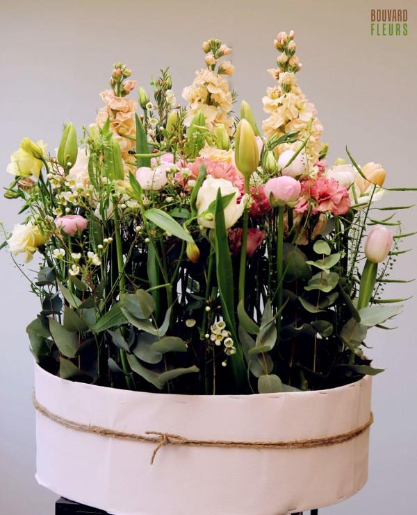 Composition florale en hauteur_ obsèques_Bouvard Fleurs