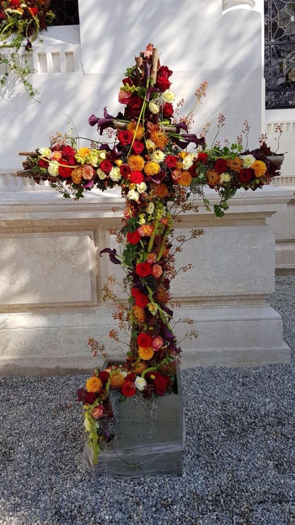 Composition florale obseques_croix_Bouvard Fleurs