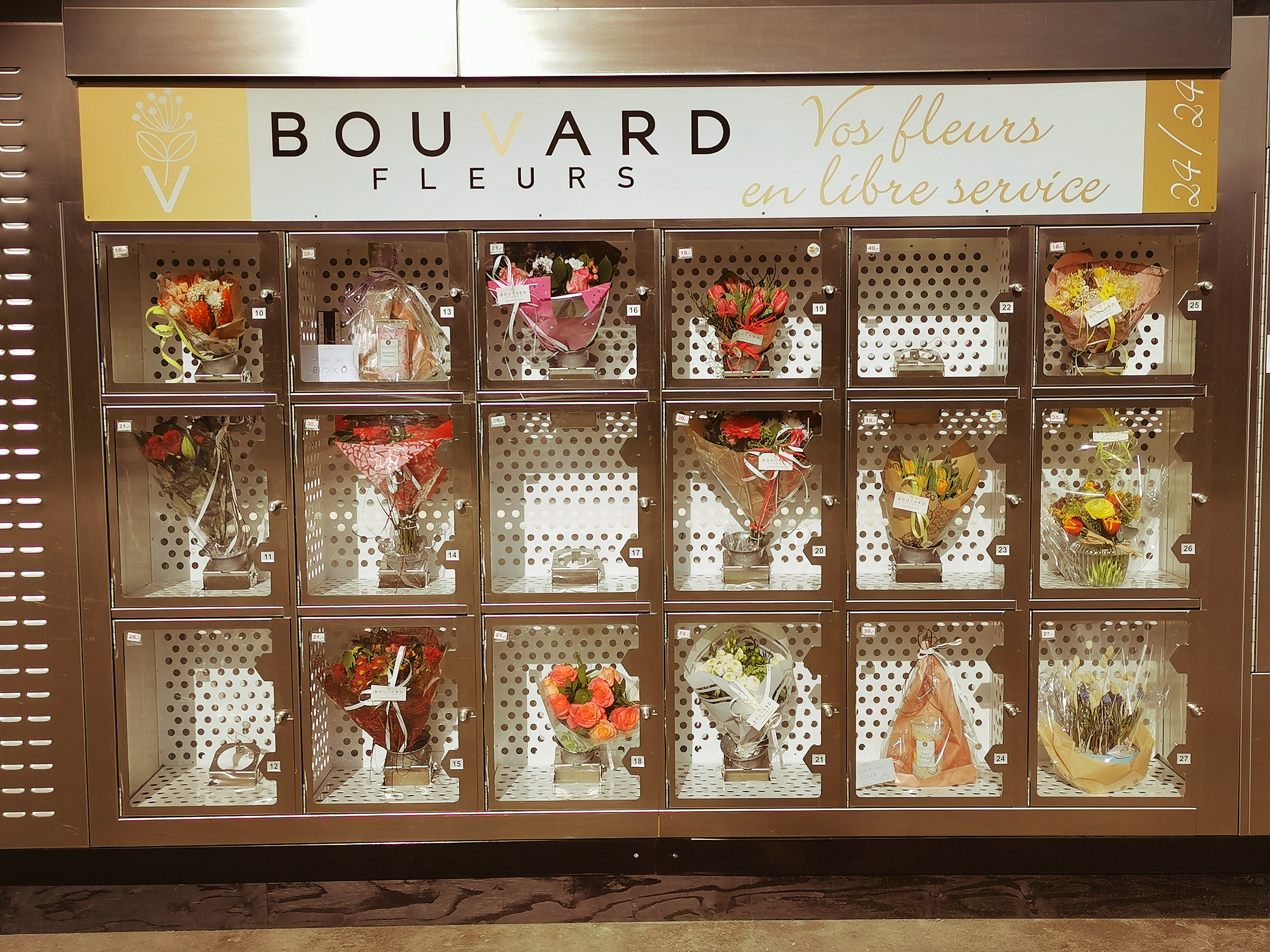 Distributeur automatique de fleurs 24 sur 7 bouvard fleurs  geneve